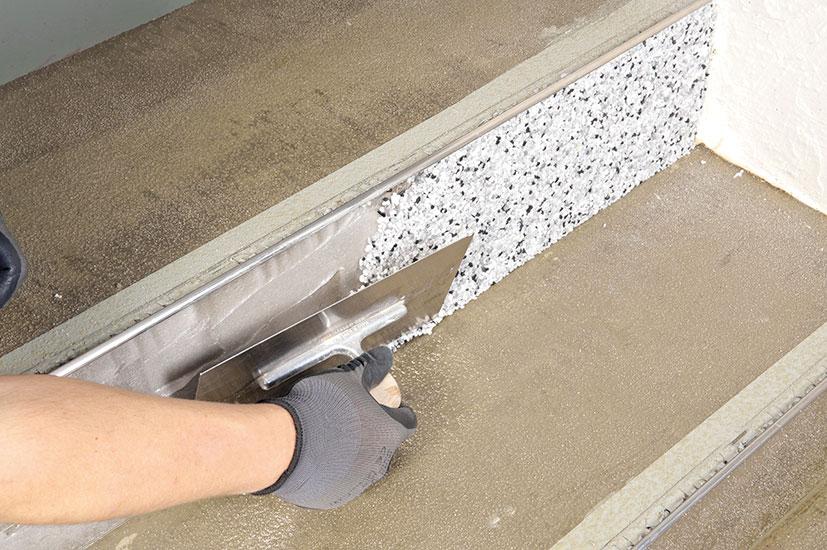 11 Nanesenie mramorového piesku