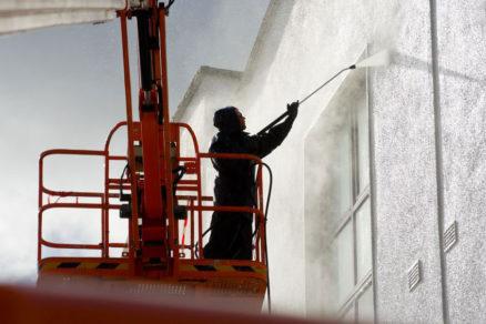 istenie fasády s plošiny