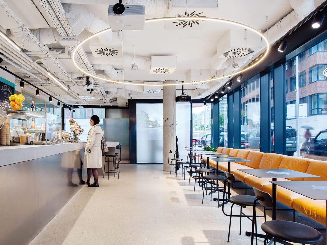 Banková kaviareň je bežne prístupná verejnosti