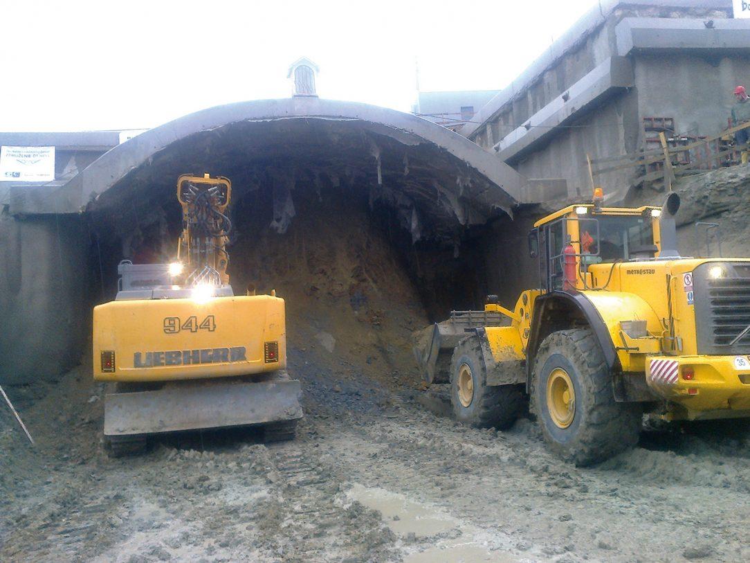 Obr. 1 Začiatok razenia tunela zo západného portálu pod korytnačkou