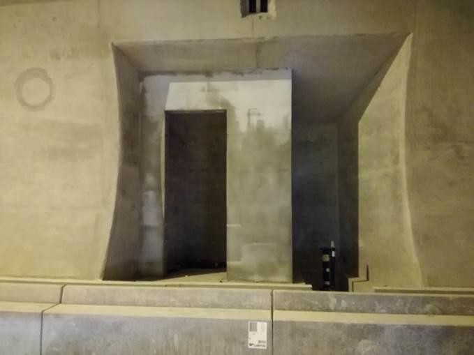 Obr. 4 Sekundárne ostenie tunela pohľad na murovanú stienku združeného výklenku