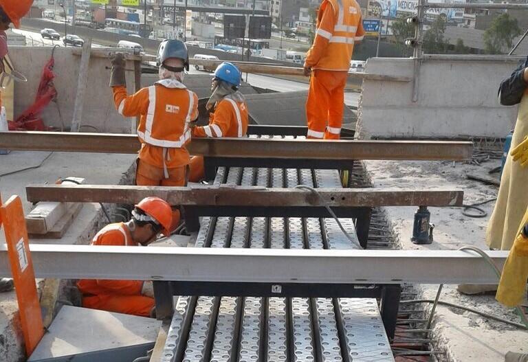 Mostné závery prenášajúce pohyby do 560 mm boli navrhnuté tak aby vyhovovali aj veľmi veľkým priečnym pohybom ktoré môžu vzniknúť počas zemetrasenia.