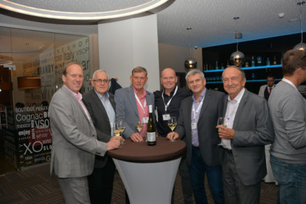 Neformálna atmosféra priateľské večera konaného pri príležitosti 10. výročia vzniku združenia SLOVENERGOokno v predvečer konferencie