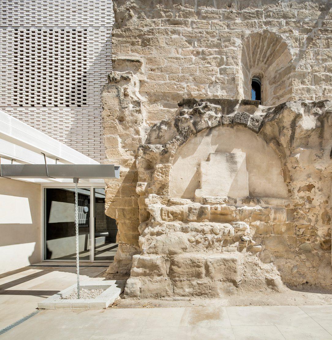 Pôvodné konštrukcie boli sanované a renovované.