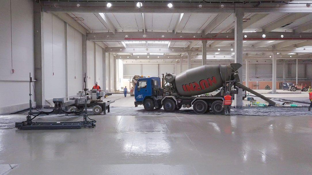 Pri realizácií betónových konštrukcií používame najmodernejšie technologické vybavenie pre uloženie i spracovanie betónovej zmesi