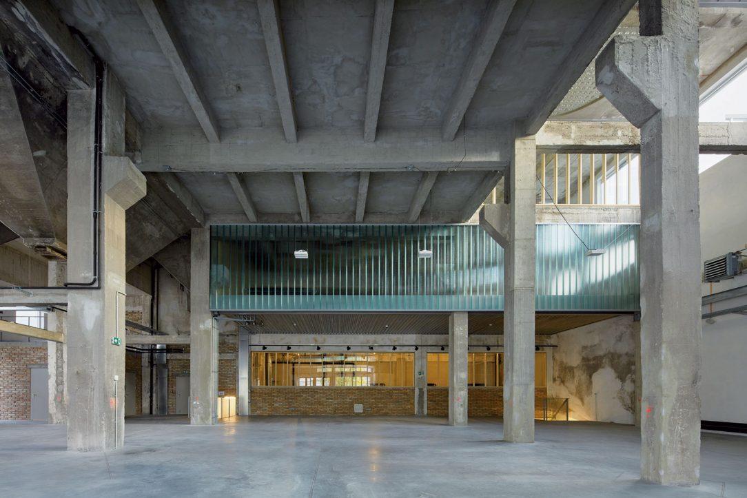 Mlynica, Turbínova ulica, Bratislava, 2017 (CE·ZA·AR 2018) Konverzia opusteného industriálneho objektu zo 60. rokov na živý energický priestor.