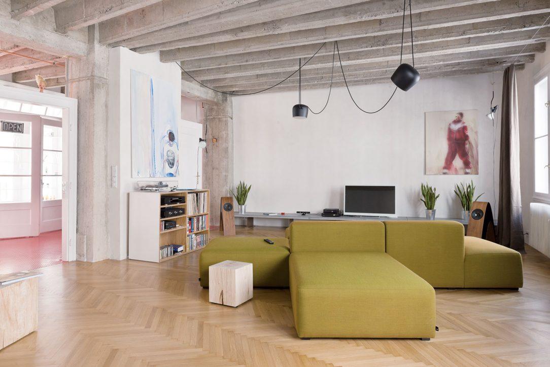 Loft, Živnostenská ulica, Bratislava, 2014 (CE·ZA·AR 2014) Vzájomným prekrytím pôvodných anových prvkov imateriálov vznikol priestorovo bohatý plán nového loftového interiéru.
