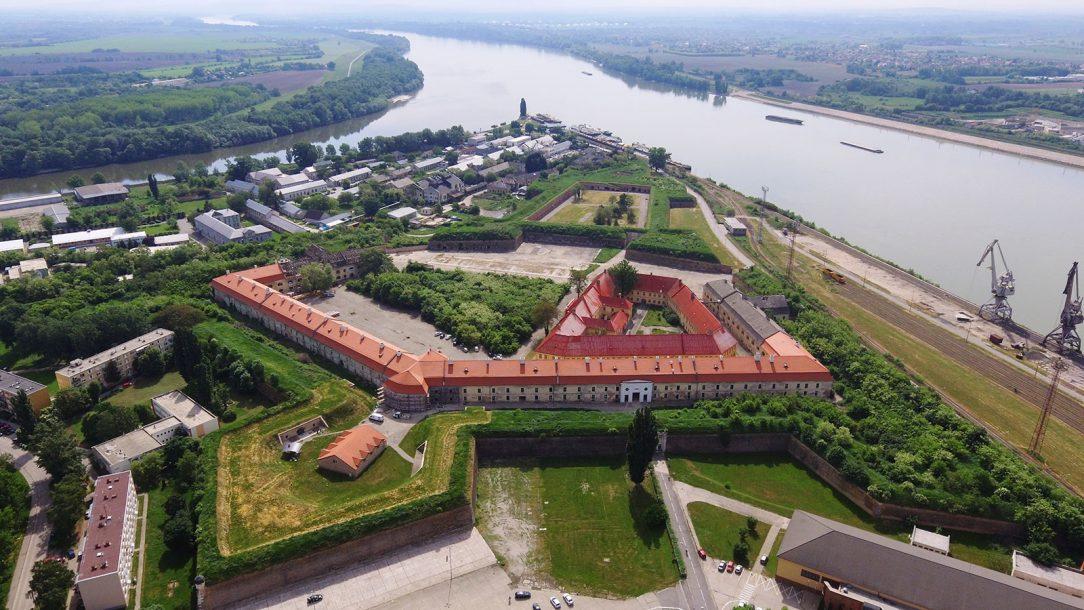 Letecký pohľad na Kasárne ktoré sú len časťou celej Pevnosti