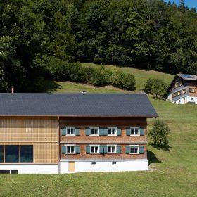 Moderný trojpodlažný dom