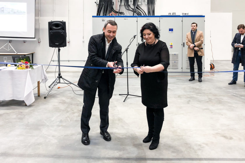 Priestory slávnostne otvorili Eva Falisová riaditeľka spoločnosti WEGU Slovakia s.r.o. a Azamat Yerzhanov partner PNK Group Europe