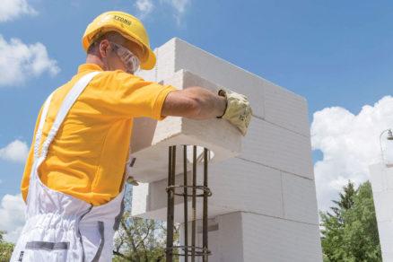 06 Ukladanie tvárnic po betonáži