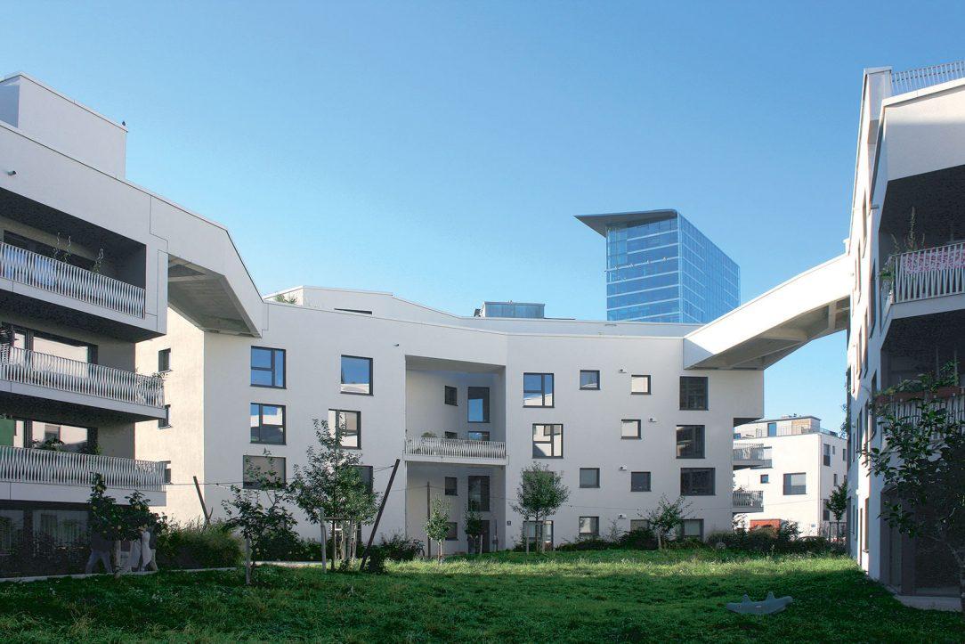 Neľahké hľadanie kompromisu medzi víziou architektov a požiadavkami komunity obyvateľov dopadla nad očakávania. Komplexu sociálnych bytov WagnisART to prinieslo bohatú paletu spoločných priestorov. Architektom zase ocenenie DAM Preis 2018 za najlepší architektonický počin pochádzajúci z Nemecka.
