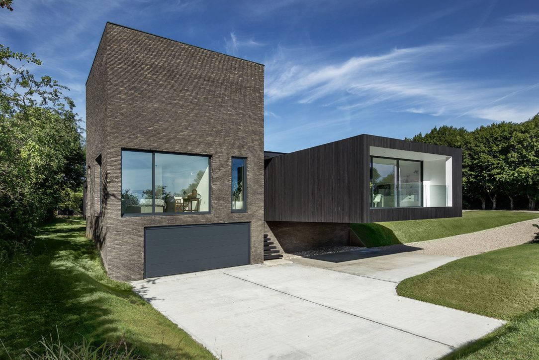 Black House 11