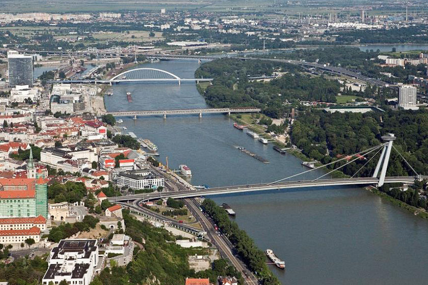 Mosty na Dunaji v BA