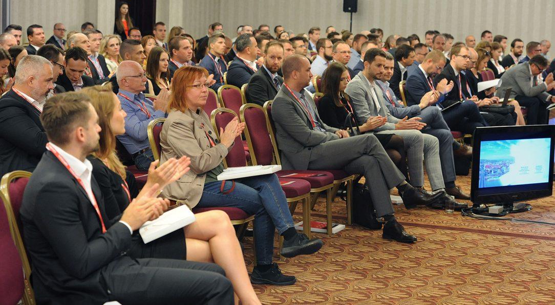 Konferencia prinesie priestor aj na stretnutia a nové kontakty s ľuďmi z realitného biznisu.