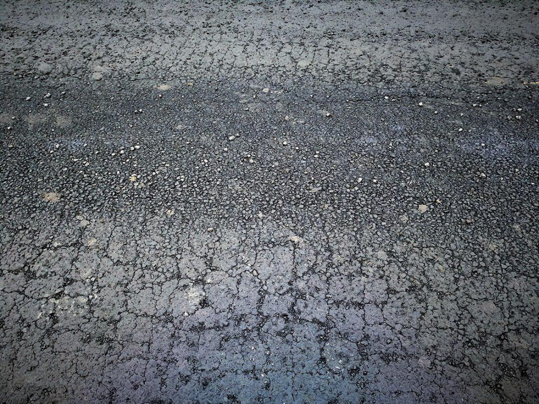 Obr. 3 Sieťový rozpad asfaltovej vozovky