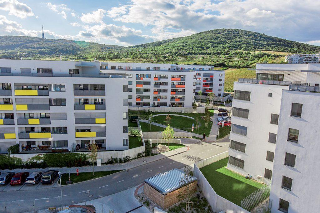 Obytný súbor Malé Krasňany, Bratislava, 2012 – 2018 (Karol Stassel, Juraj Šujan, Miro Vrana). Šestica bytových domov s 500 bytmi a lokálnou vybavenosťou s dôrazom na riešenie medziblokových priestorov.