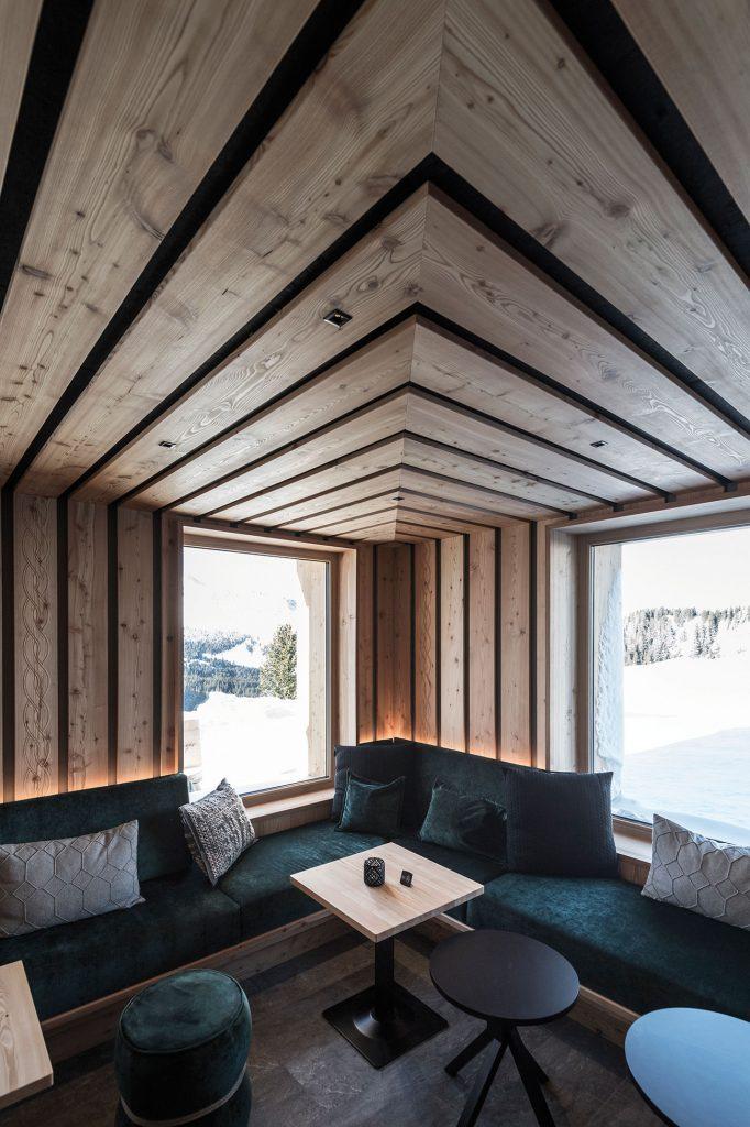 Interiér reštaurácie inšpirovaný tradičnými materiálmi