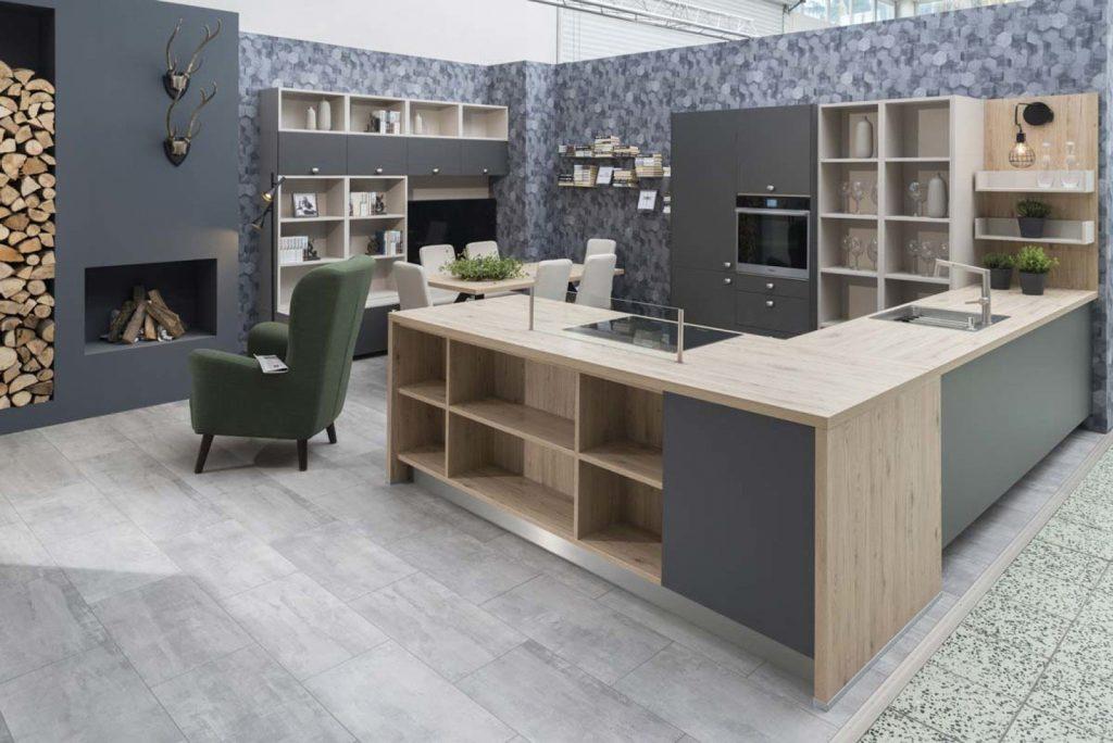Kuchyňa Cora plynulo prechádza do obývačky a vytvára tak jednotný harmonický celok.