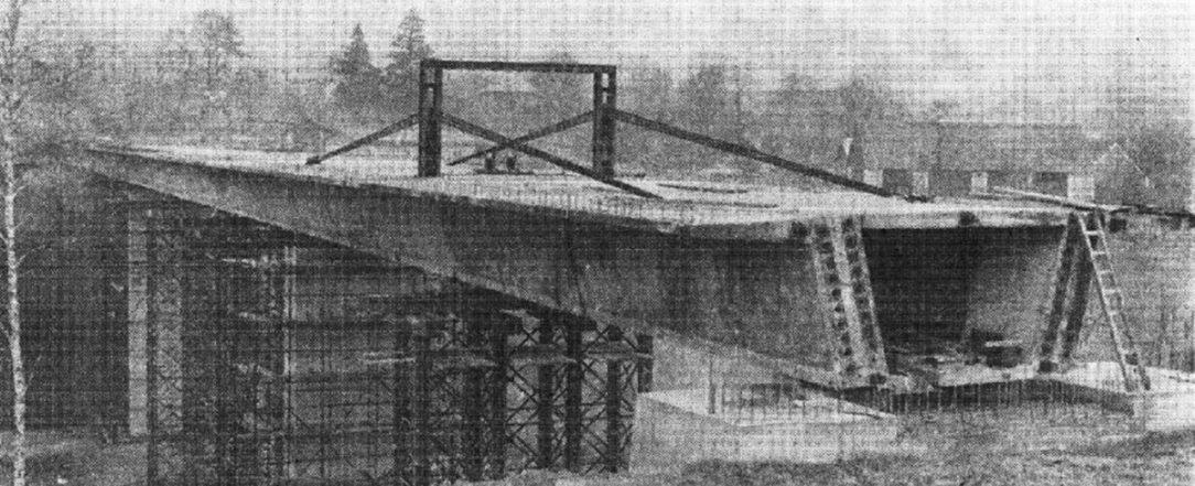 Obr. 3 Prvý vysúvaný most Československa v Tomiciach, fotografia po dokončení vysúvania [2]