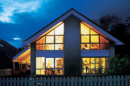 Dom s plastovými oknami vyrobenými z profilov VEKA SOFTLINE 82