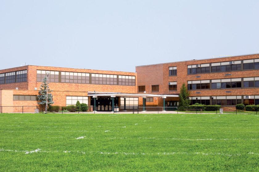 Je najvyšší čas obnoviť budovy škôl nemocníc a úradov na úroveň 21. storočia.