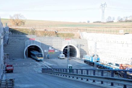 Obr. 1 Pohlaď na sprevádzkované tunely pri vjazdovom kyšickom portáli