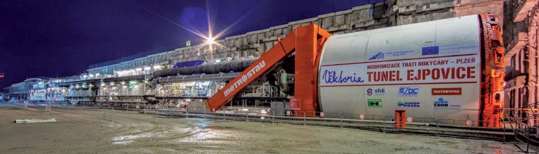 Obr. 2 Pohlaď na zmontovaný tunelovací stroj pripravený na razenie južného tunela
