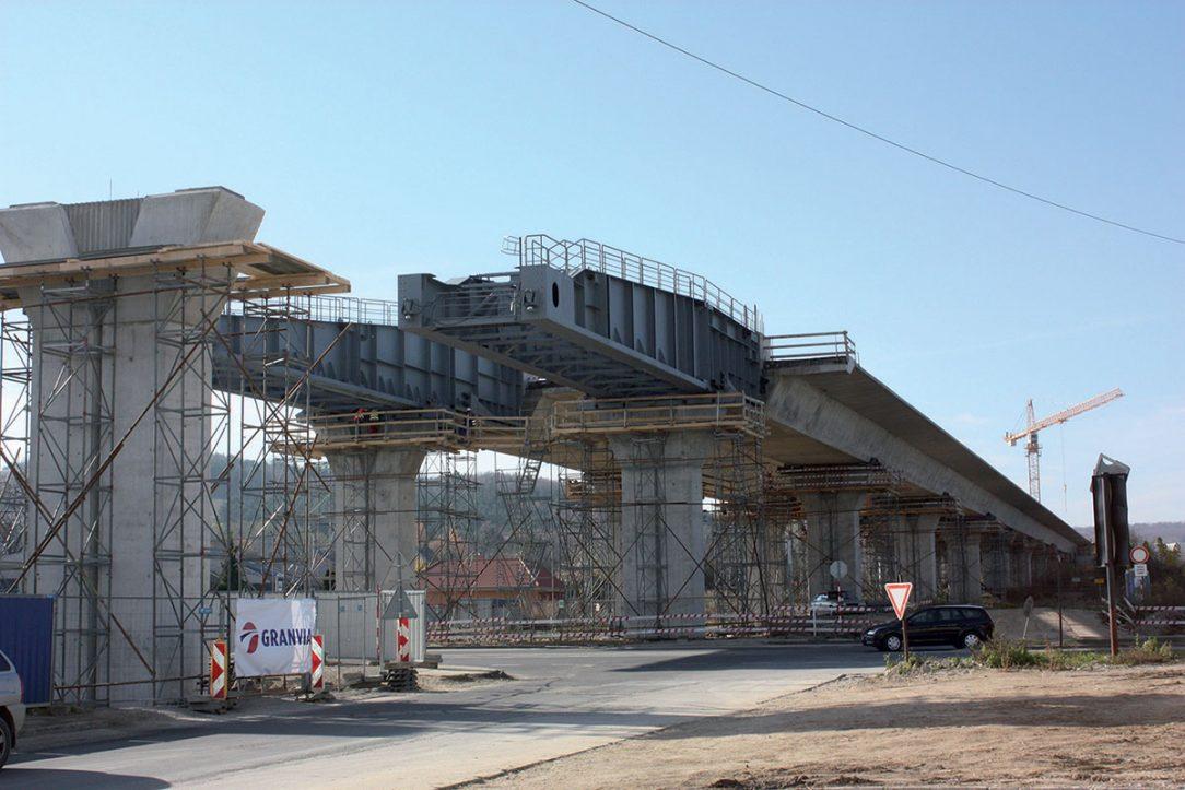 Obr. 8 Vysúvaný most v Nitre pohľad na výsuvné nosy
