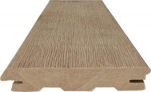 Plnoprofilové dosky WoodPlastic® dokážu verne imitovať rôzne druhy drevených povrchov od jemne zbrúsených a hebkých na dotyk až po patinu starého či atraktívny dizajn drásaného dreva