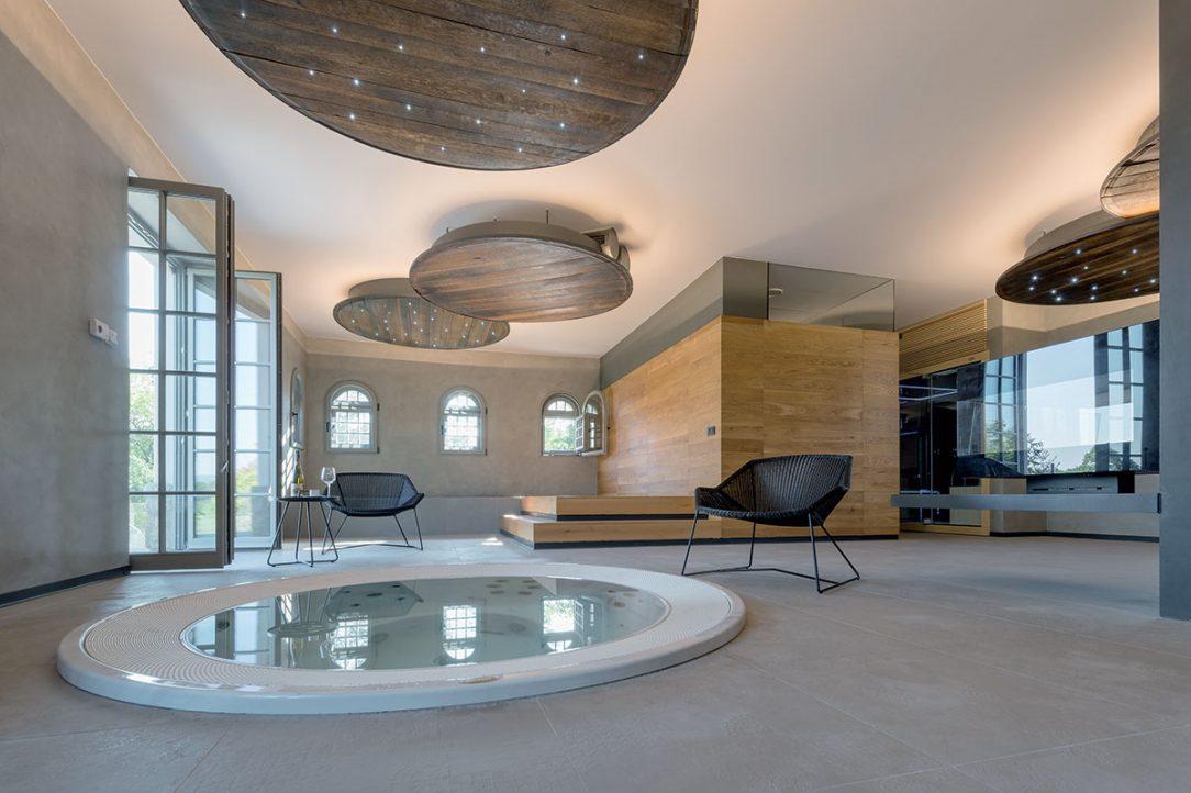 Wellness má priamy kontakt s exteriérom do budúcna by mal ešte pribunúť aj bazén.