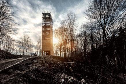 Vyhliadková veža na Dubni. Súťaž vyhlásená v roku 2016, realizácia 2018. Autori: Ladislav Vikartovský, Gábor Nagy. Foto: Erik Tomašek.