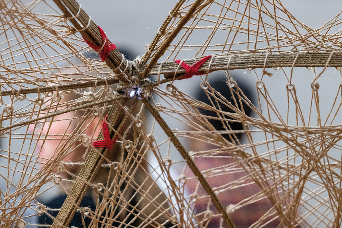Celý pavilón je z konopného vlákna vystuženého špeciálnym lepidlom.