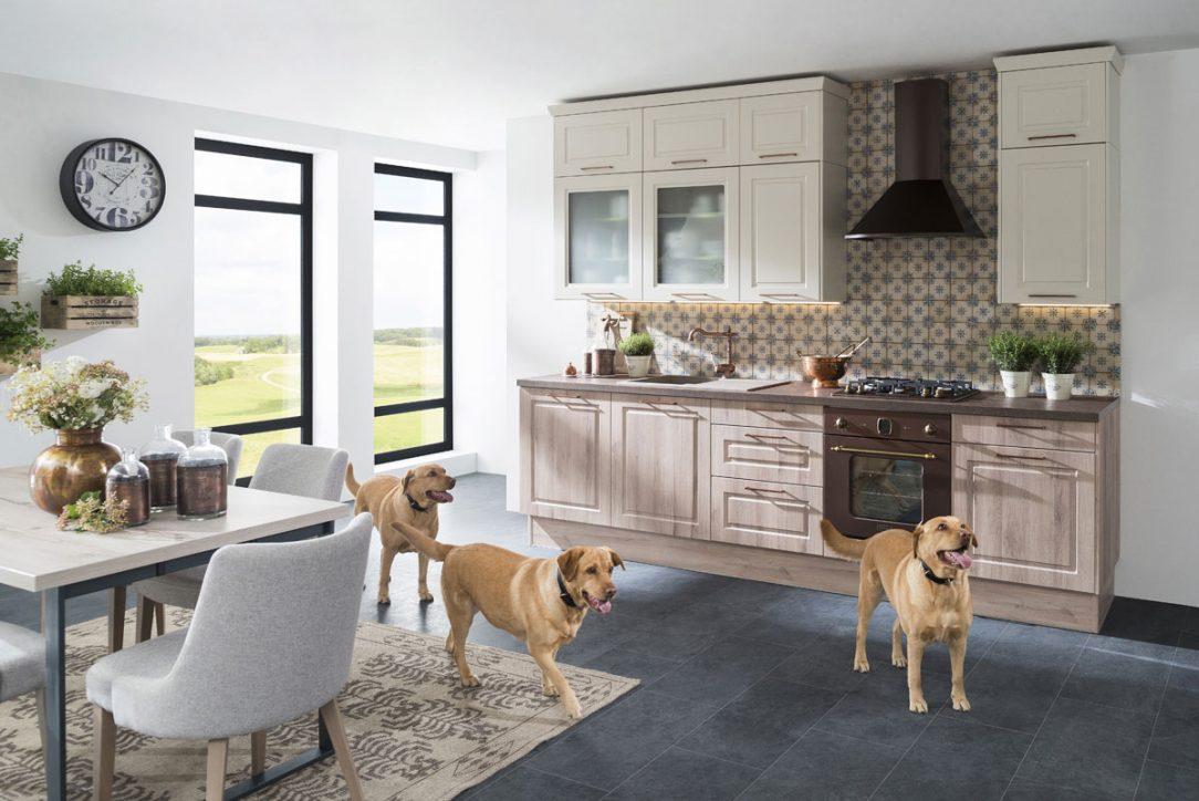 Kuchyňa Family- Sima. Ak máte radi spojenie klasického dizajnu s modernými doplnkami, je táto kuchyňa práve pre vás. Vďaka širokej ponuke skriniek využijete každé miesto v priestore. Nový model ocenila verejnosť a odborná porota na výstave Nábytok a bývanie v Nitre 2019.