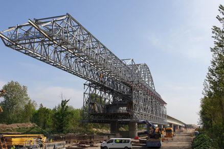Obr. 2 Mostná výsuvná skruž MSS v 5. poli východného predmostia na 1. úseku Jarovce Ivanka Sever stav k 15. 4. 2019