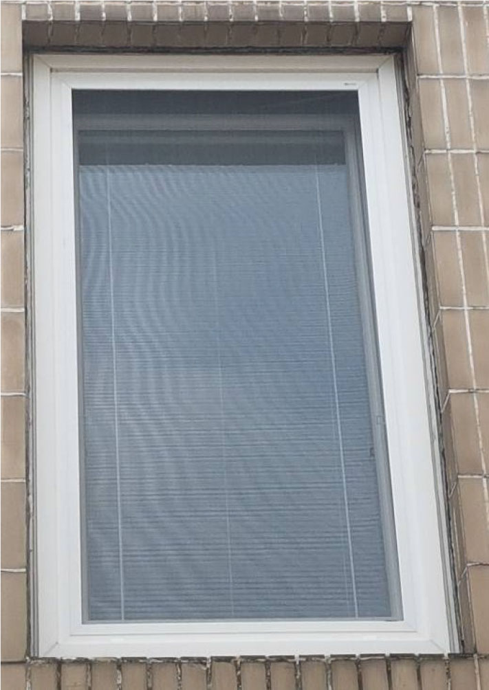 Obr. 4 Príklad výmeny okna pomocou rekonštrukčného rámu – okno s rekonštrukčným rámom a novým PVC krídlom