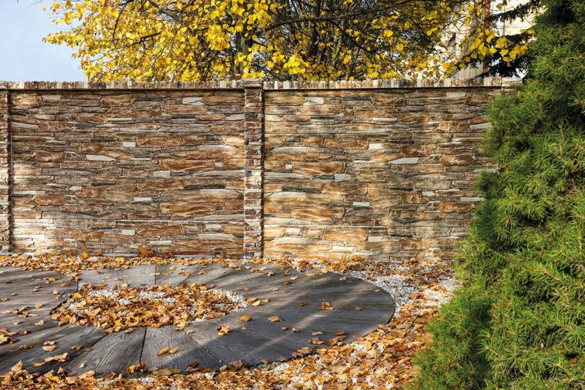 plot z betónových dosiek imitujúci drevo 2