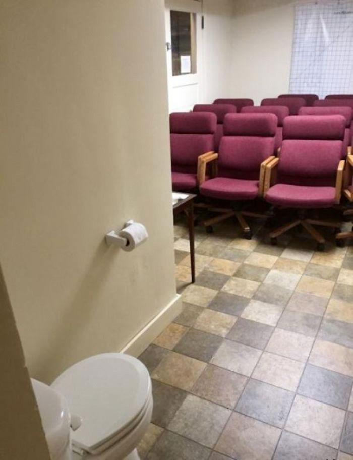 Toaleta v interiéri
