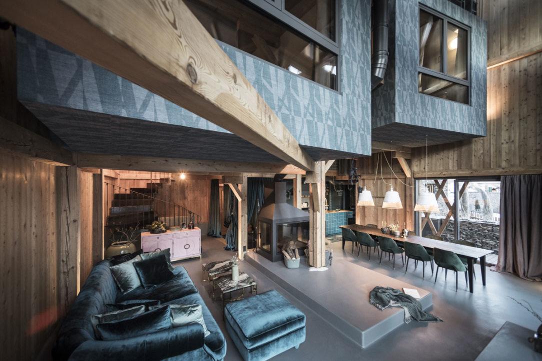 Celé vnútorné prostredie domu je rafinovanou kombináciou industriálneho štýlu s glamour štýlom