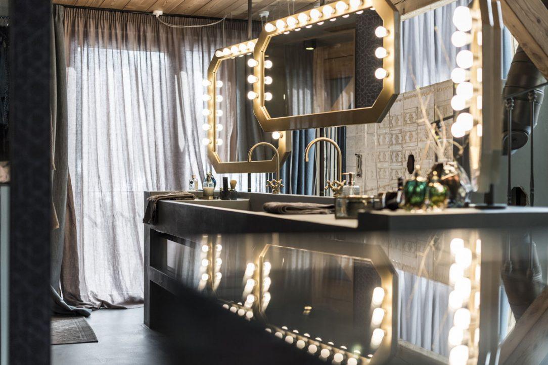 Kúpeľňa a zrkadlá v štýle glamour