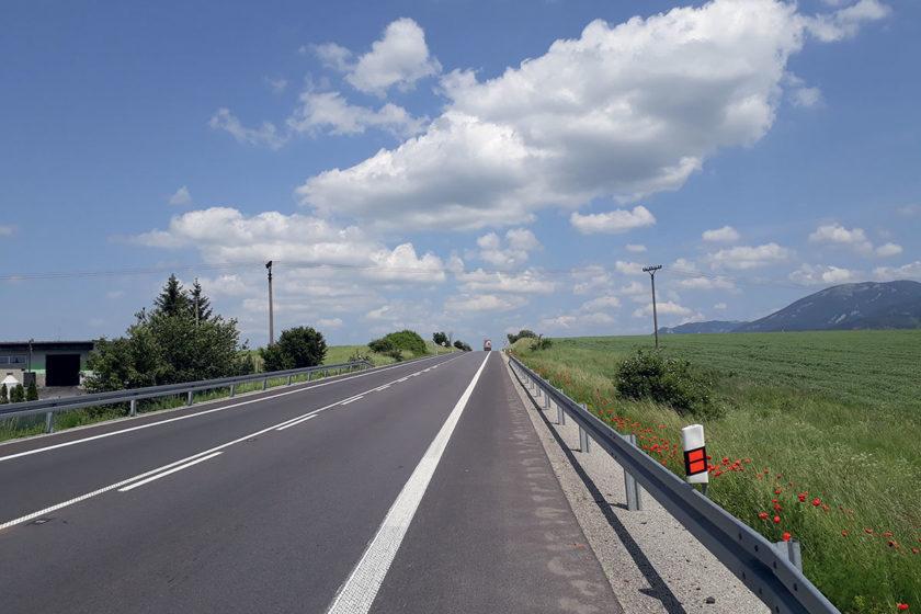 Obr. 1 km 115,600 - Porovnanie úsekov pred rekonštrukciou a po rekonštrukcii.