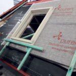 Obr. 3 Okolo rámu musí byť medzera približne 10 mm na vycentrovanie strešného okna.