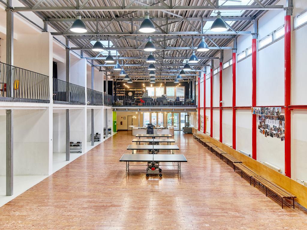 Premena budovy strednej školy z obdobia normalizácie