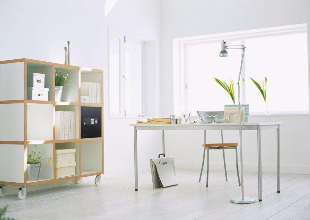 Sejf sa stáva súčasťou interiéru domácnosti s moderným a príťažlivým dizajnom.