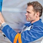 Parozábrana sa na priliehajúcich konštrukciách dotesní pomocou tesniacej pásky s vysokou pevnosťou v ťahu na báze vystuženého HDPE.