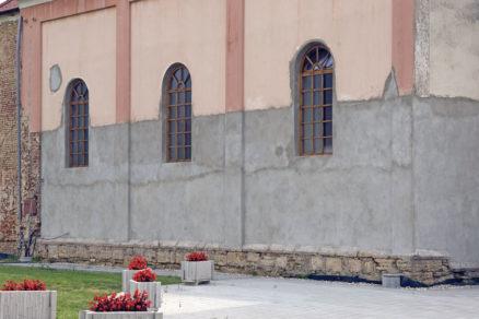 Vlhkosť v spodnej časti stavby je častým problémom starších stavieb