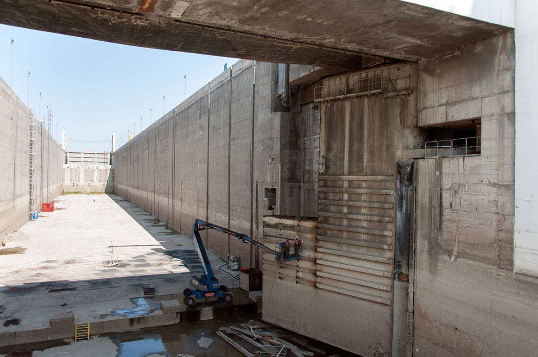 demontáž oceľových vrát pravej plavebnej komory Vodného diela Gabčíkovo 4