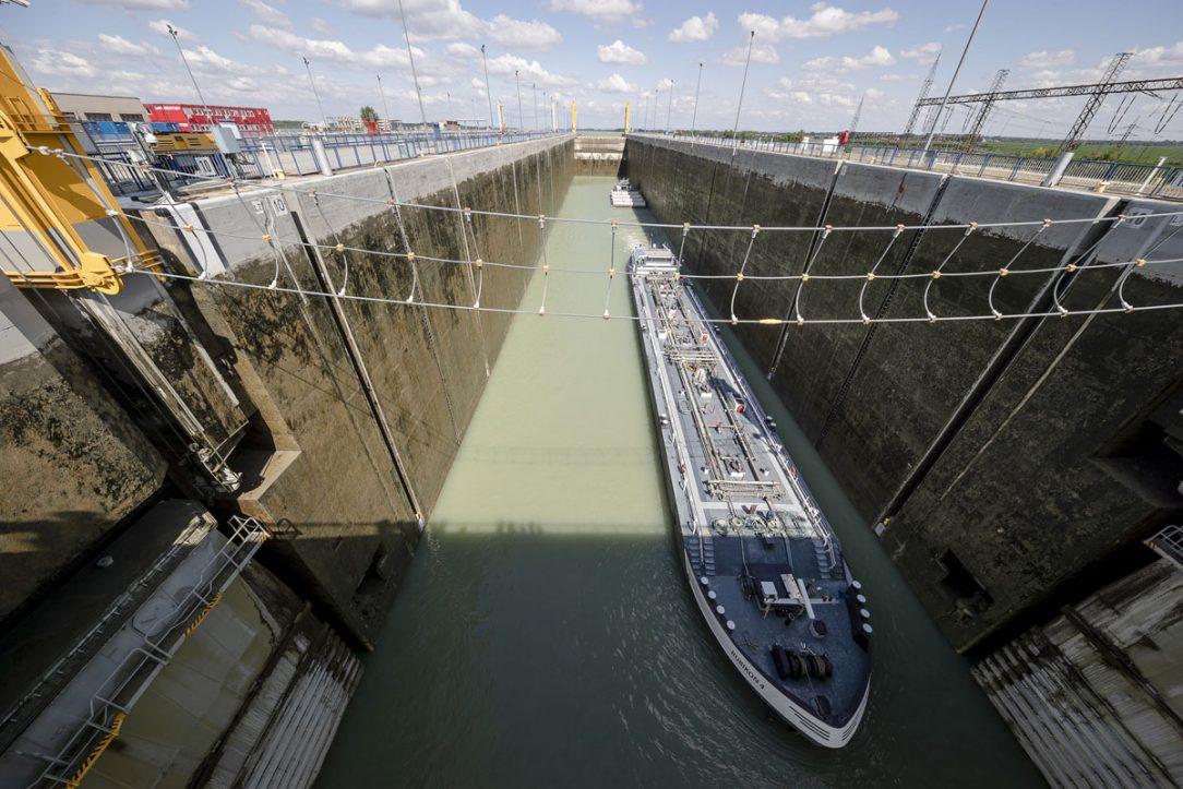 Cez plavebné komory sa od začiatku prevádzky preplavilo viac ako 400 tisíc lodí.
