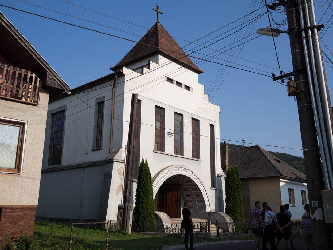 Funkcionalistický kostol v Magnezitovciach