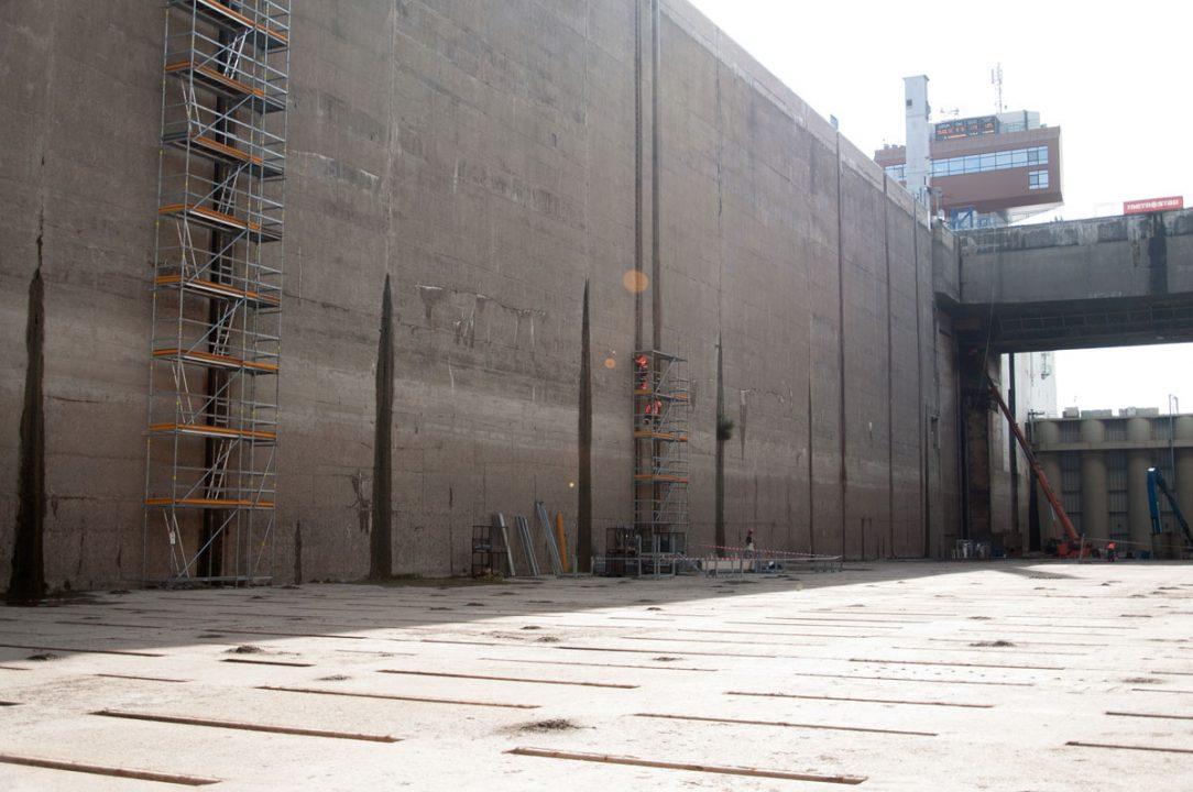 Modernizácia vodného diela Gabčíkovo pokračuje búracími prácami v pravej plavebnej komore.